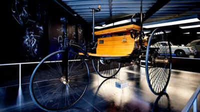 Altes Automobil zu sehen in der Automobilausstellung am Großglockner