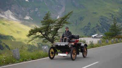 Die Hochalpenstraße mit Oldtimern befahren