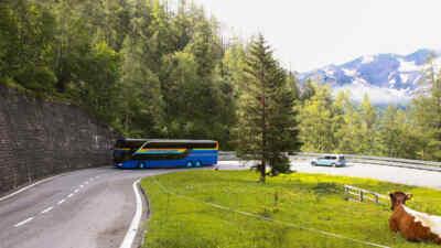Der Glocknerbus in einer Spitzkehre