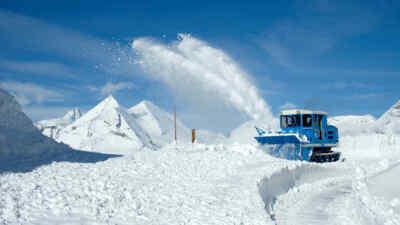 Schneeräumung am Großglockner mit einem Rotationspflug